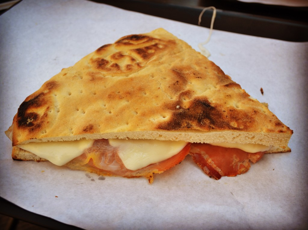 Dige's Pizza Todi torta al testo