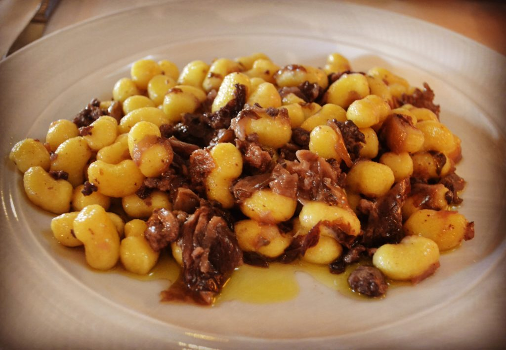 Gnocchi conn radicchio e salsiccia Ristorante Al Castello Mesola
