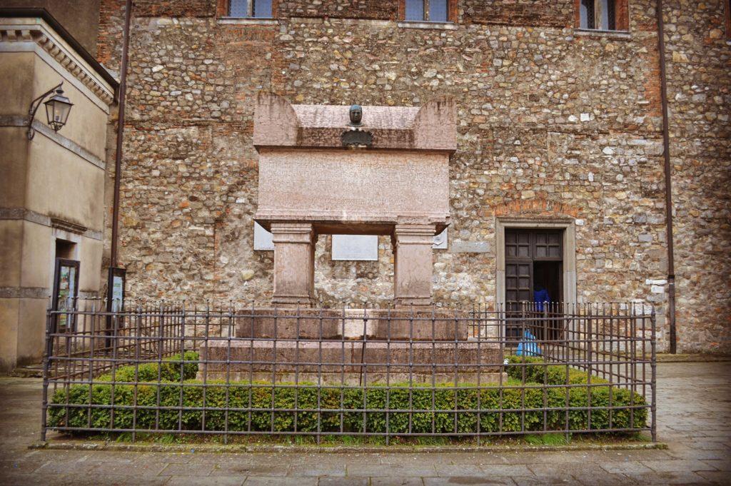 Tomba del Petrarca Arquà Petrarca