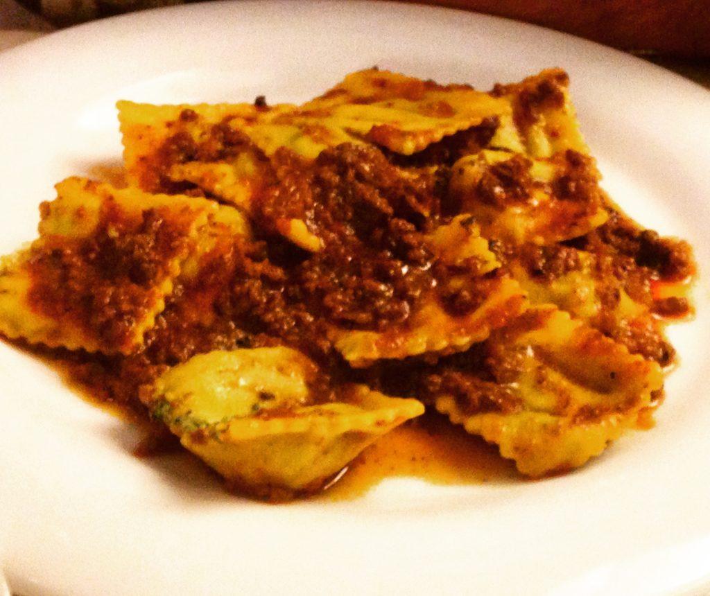 Tortelloni al ragù ristorante La Grotta Brisighella