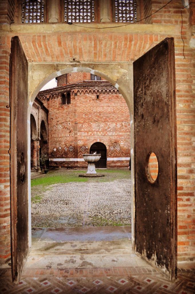 Basilica di Santo Stefano Bologna Cortile di Pilato