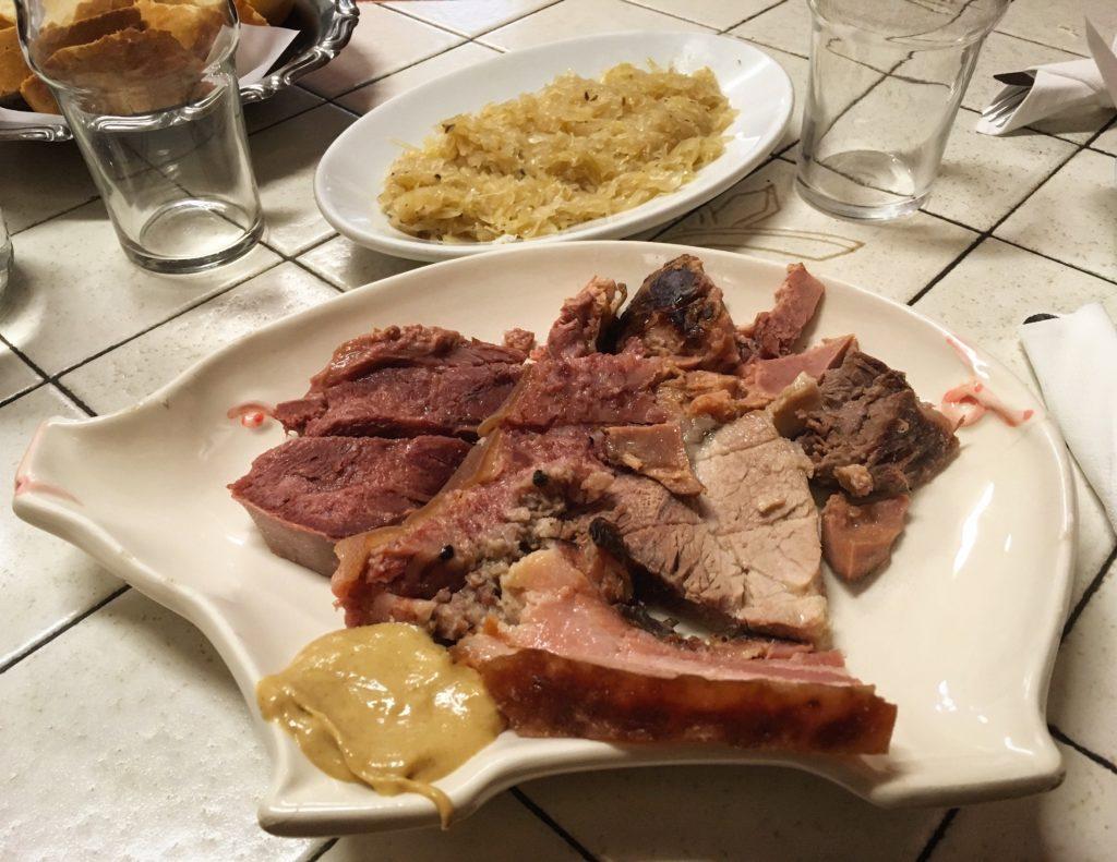 Buffet da Pepi Trieste bollito misto con crauti