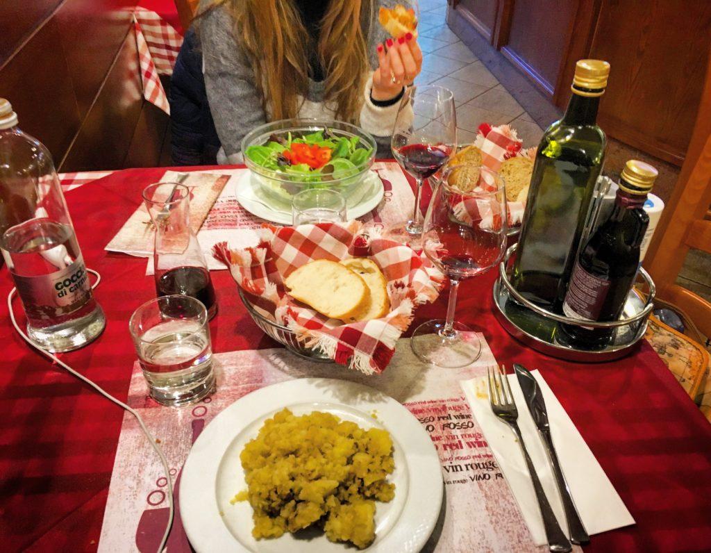 Antico Buffet Benedetto Trieste patate in tecia e insalata