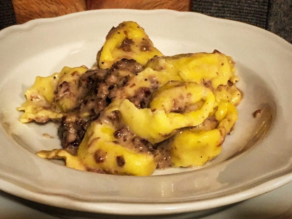 Agriturismo La Bozzola Ferrara cappellacci di patate con salamina da sugo e gorgonzola