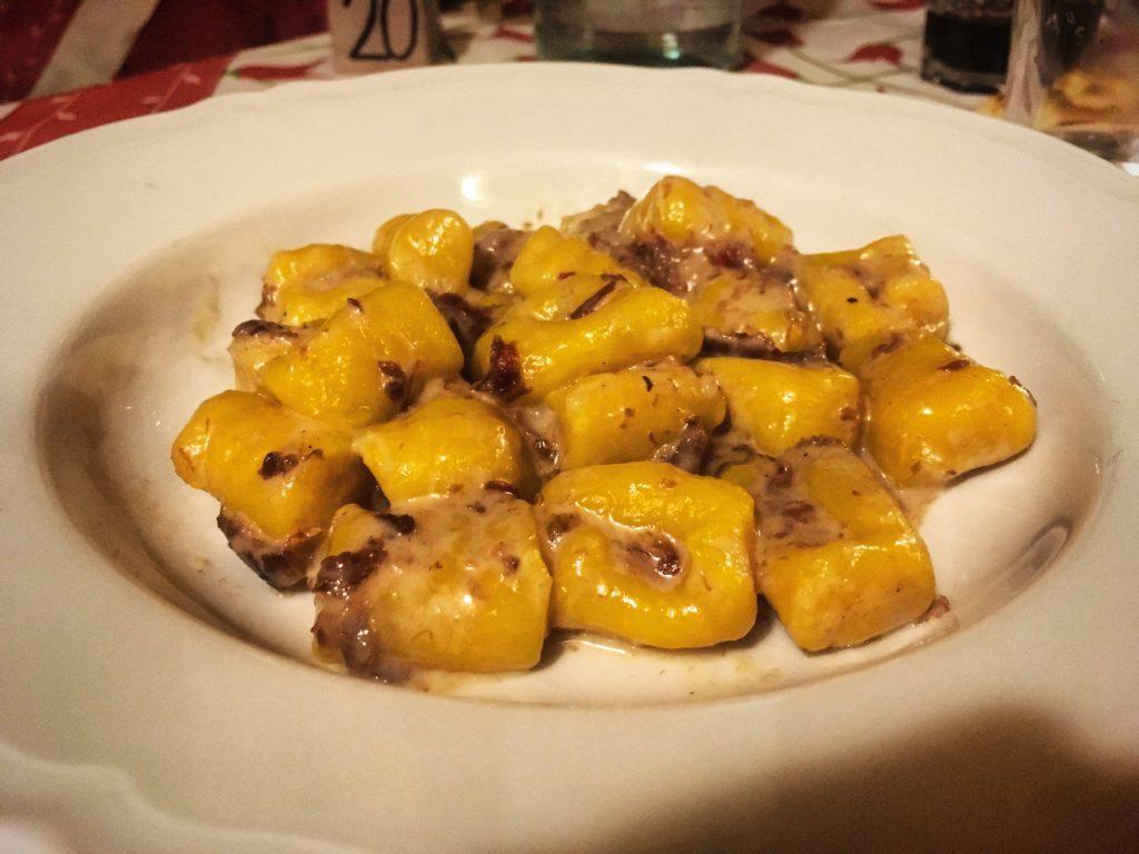 Agriturismo La Bozzola Ferrara gnocchi di patate con salamina da sugo