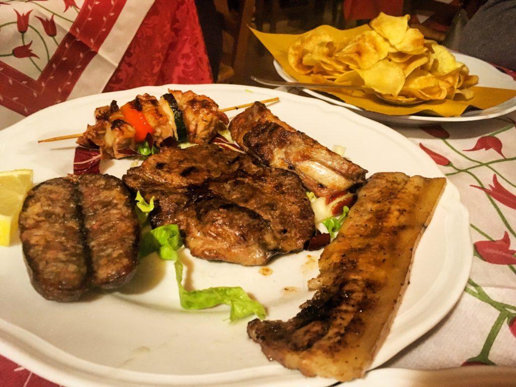 Agriturismo La Bozzola Ferrara grigliata di maiale con patate fritte