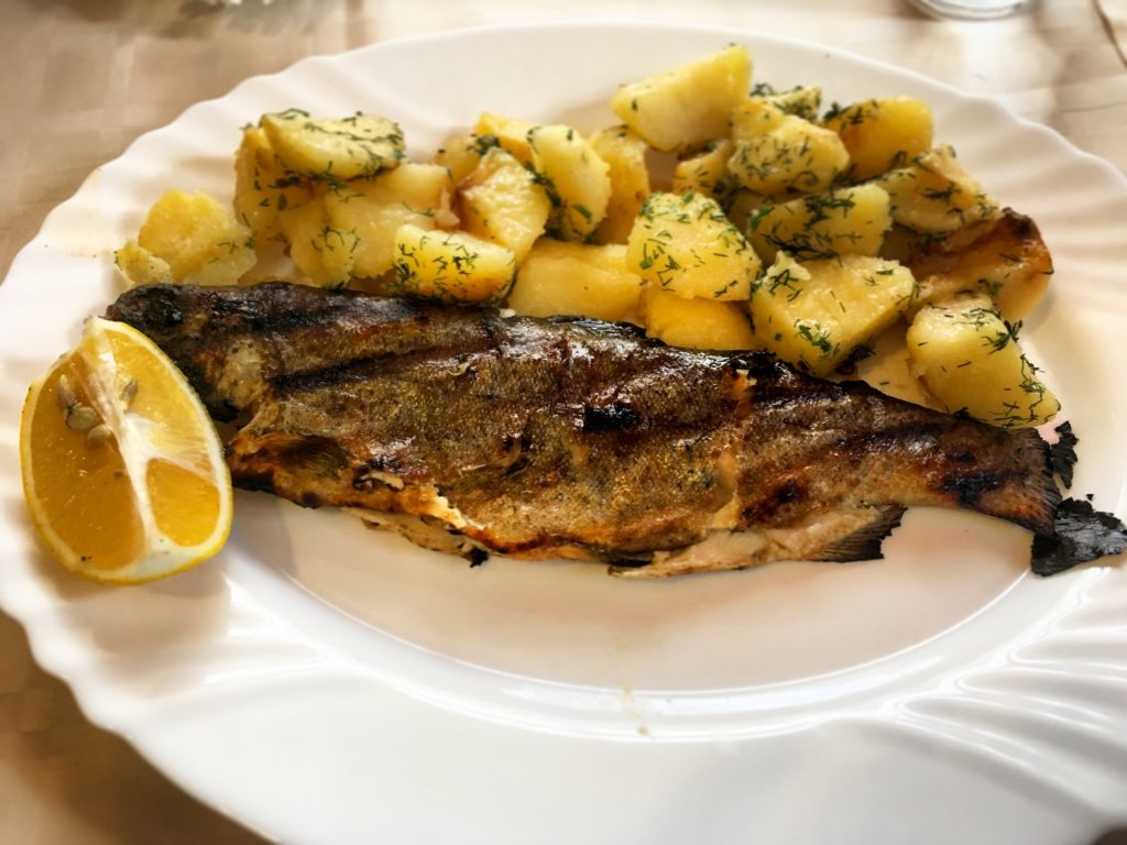 Trota con patate ristorante Monastero di Rila