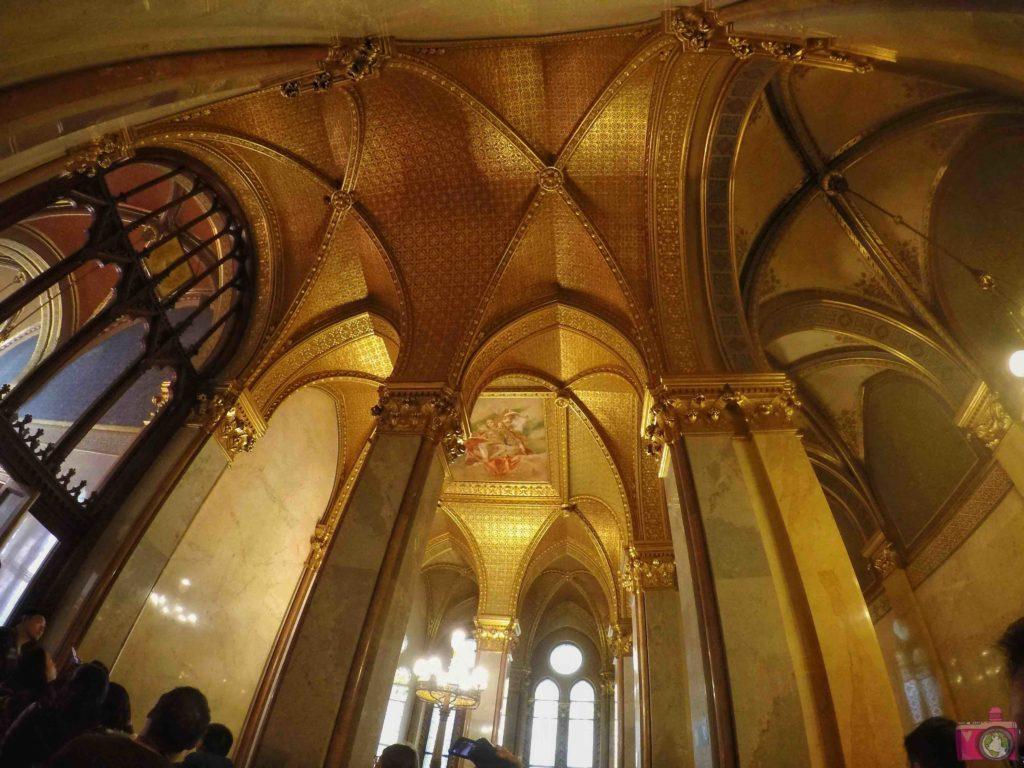 Visitare budapest itinerario parlamento sinagoga for Dove si riunisce il parlamento italiano