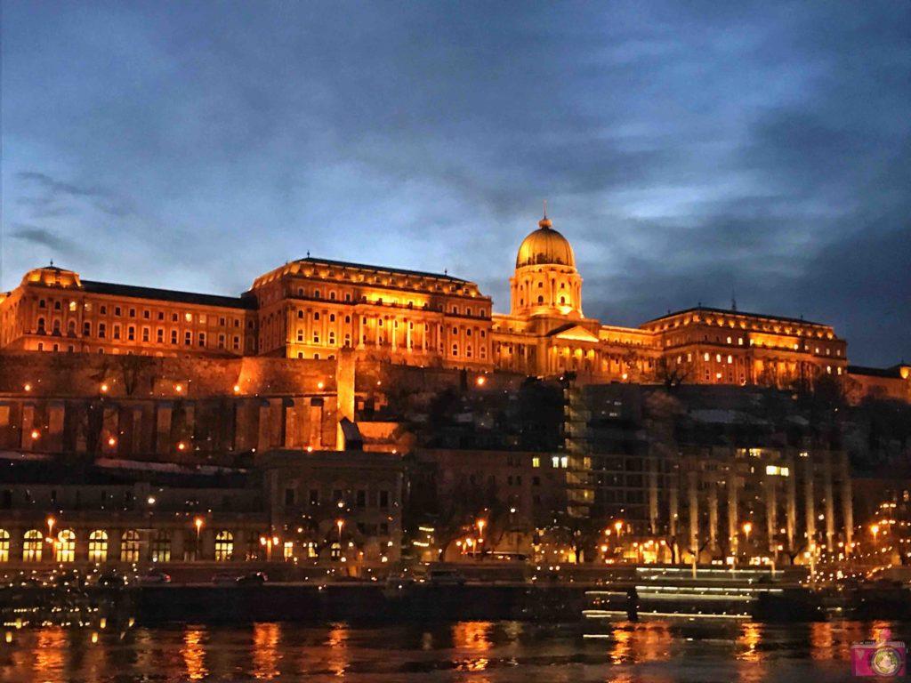 Visitare Budapest crociera sul Danubio al tramonto