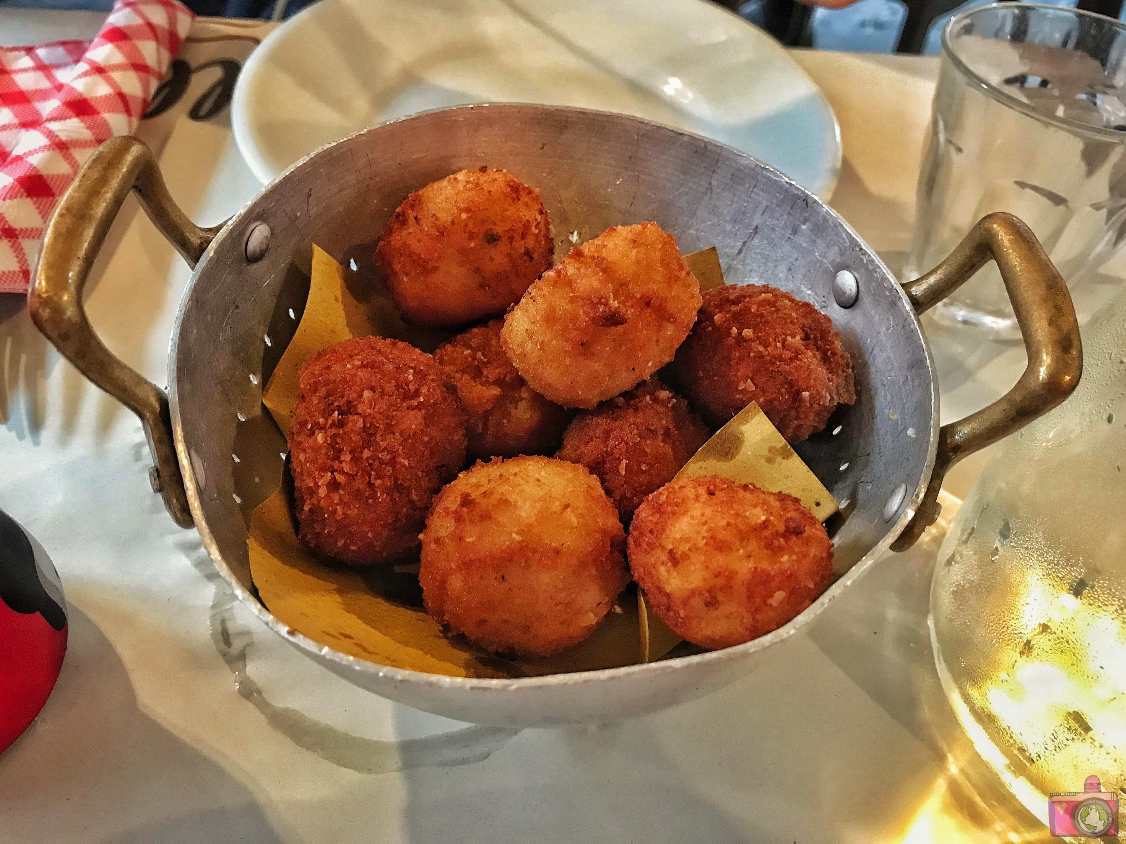 Tonnarello cestino di Supplì Mignon all'Amatriciana, al Ragù, Cacio e Pepe e Crocchetta di patate